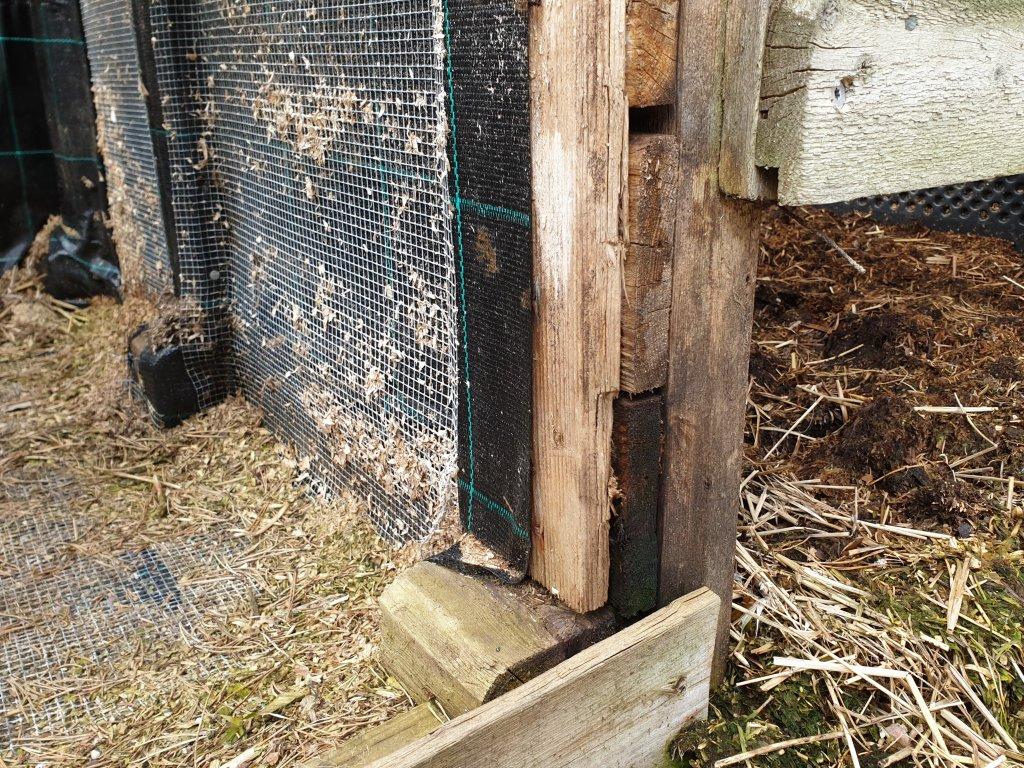 Lähikuva kompostin rakenteesta