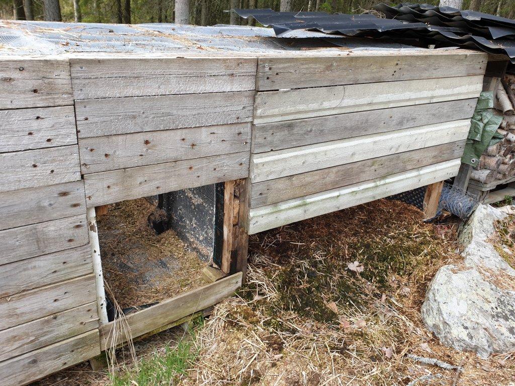 Tuhoeläimiltä suojattu komposti